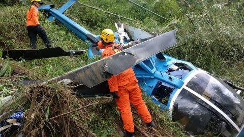 Petugas Basarnas evakuasi Helikopter yang Jatuh di Tasikmalaya