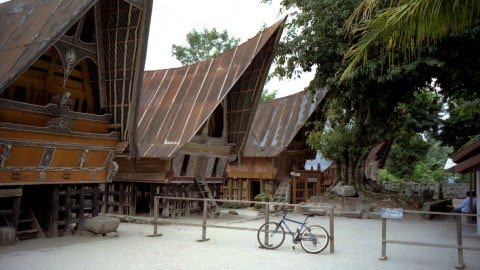 Desa Wisata Tomok di Sumatera Utara